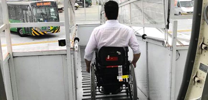 Viagem de avião para pessoas com deficiência física