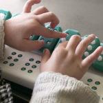 Tecnologia facilita o aprendizado de Braille