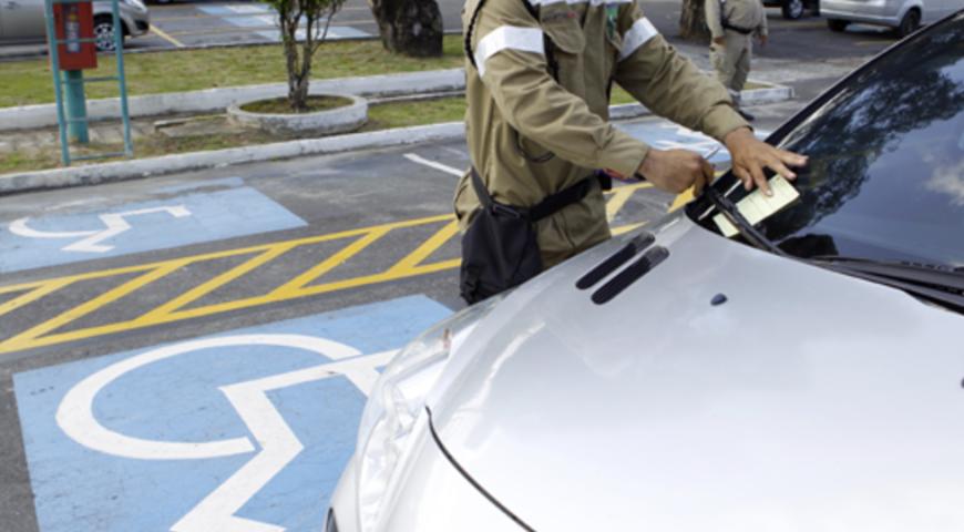Fiscalização no trânsito: multa para irregularidade em vaga especial vai aumentar