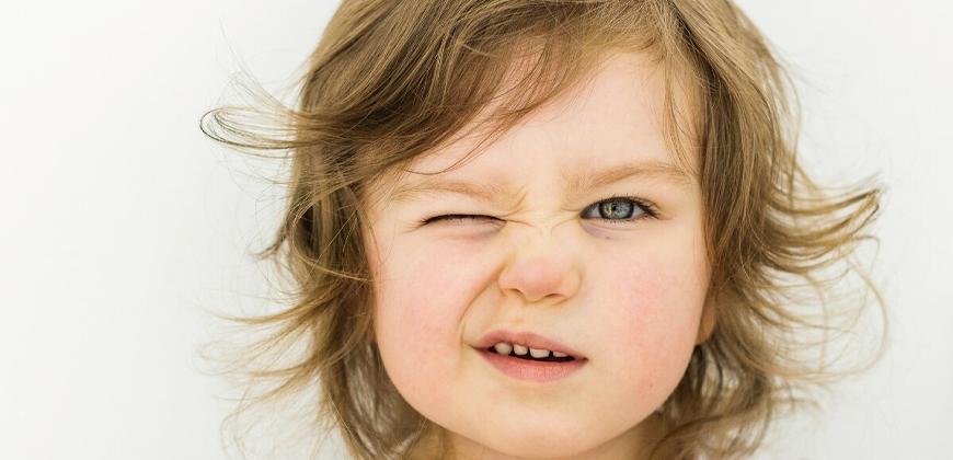 O que causa a síndrome de Tourette?
