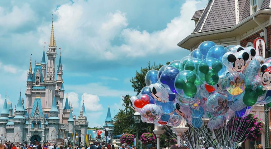 Acessibilidade na Terra da Magia: Serviço nos Parques da Disney Beneficia Pessoas com Deficiência